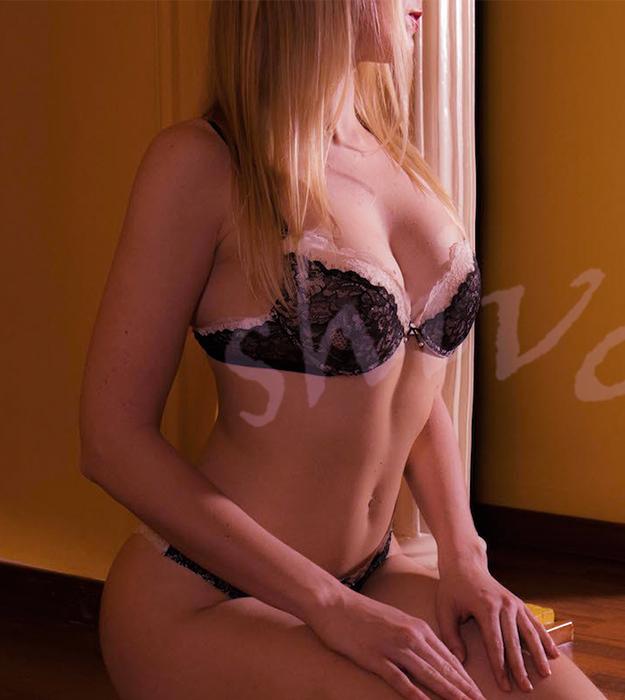 erotic-massage-charlize3